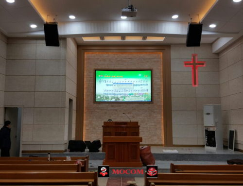 "Mocom ALR Projection Screen ""Solstice"" in House of Worship"