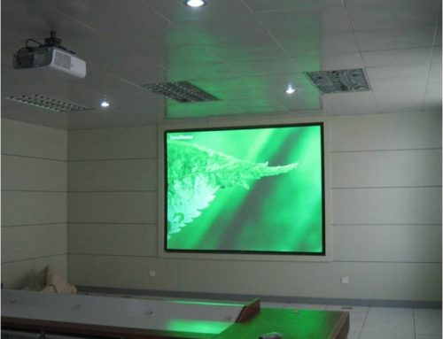 "Projection Screen ""Solstice"" in Class Room"